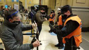 Control de cumplimiento de la cuarentena en estación de tren